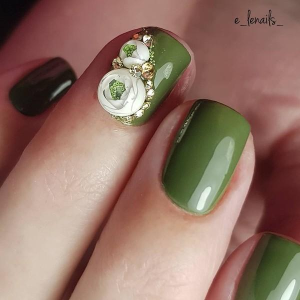 зеленый маникюр с кэнди болл