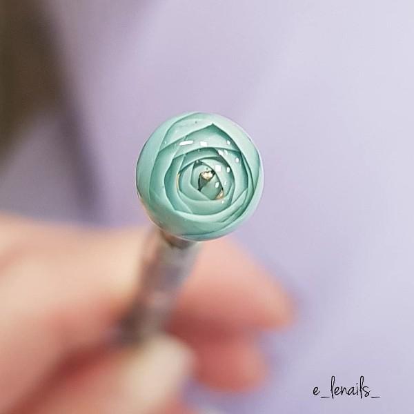 ногти-с-прозрачным-шариком