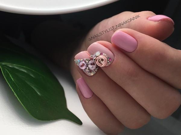 темно-розовые-ногти-с-прозрачными-шарами