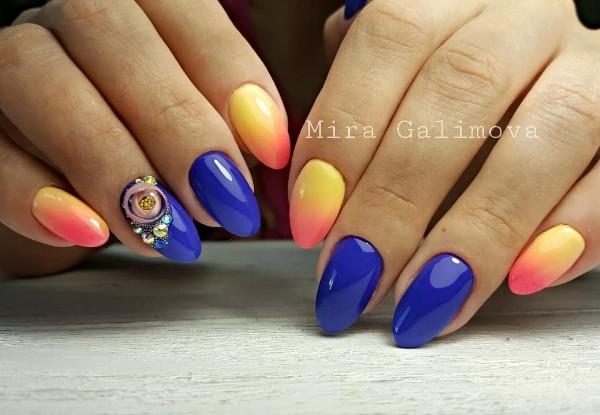 яркие-сине-оранжевые-ногти-с-candy-ball
