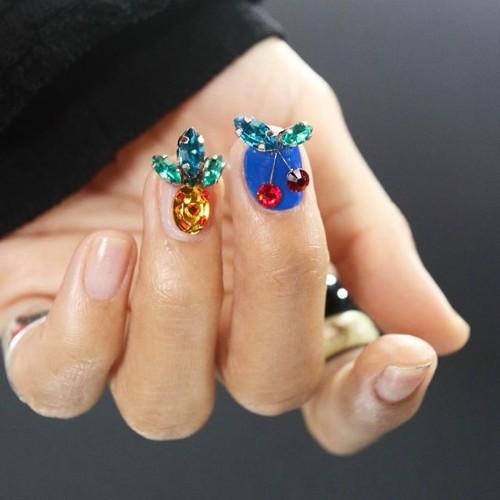 ананас-на-ногтях-из-больших-камней