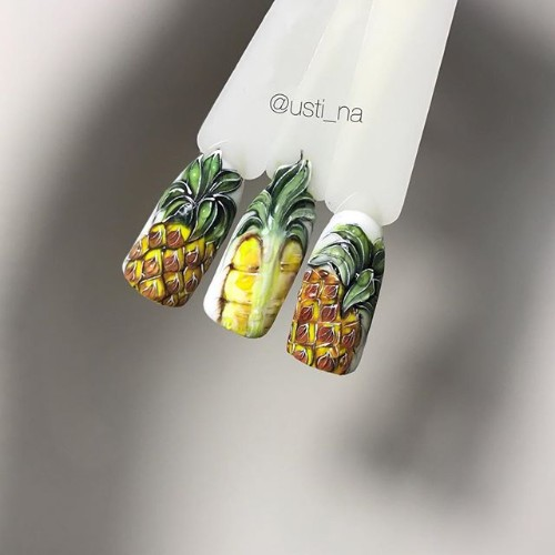 вариант-маникюра-с-ананасом
