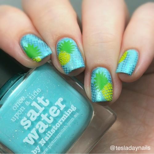 зелено-голубые-ногти-с-ананасами