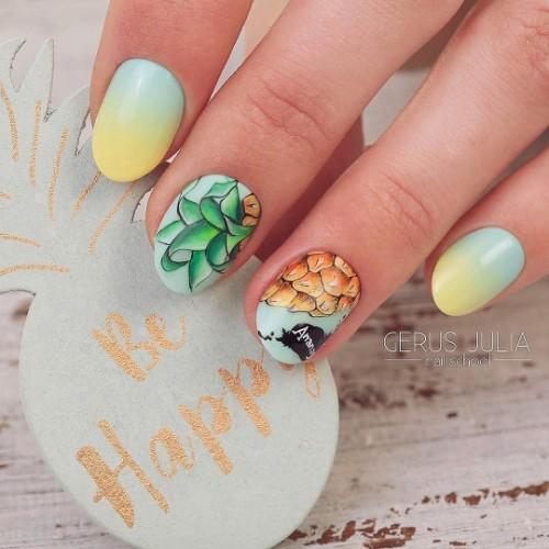 зелено-желтое-омбре-с-рисунком-ананаса-на-ногтях