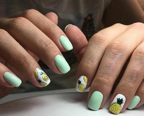 мятно-зеленый-маникюр-с-акцентными-ананасовыми-ногтями