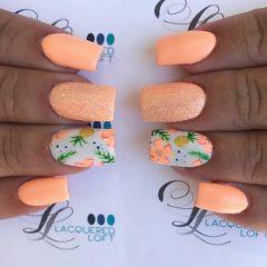 неоново-персиковые-ногти-с-рисунками-цветов-и-ананасов