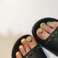 ногти-на-ногях-с-ананасами