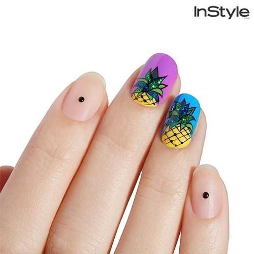 нюдовый-минималистский-маникюр-с-акцентными-ананасовыми-ногтями