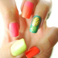 разноцветный-маникюр-с-ананасом