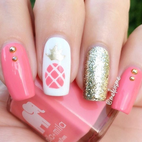 розовый-маникюр-с-ананасом-и-золотистым-акцентным-ногтем