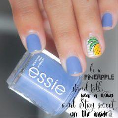 светло-синий-маникюр-с-акцентным-полосатым-ногтем-и-ананасом
