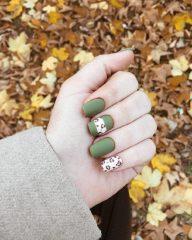 зеленый-матовый-леопардовый-маникюр