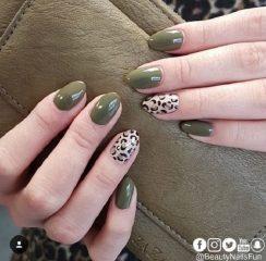 оливково-зеленый-леопардовый-маникюр