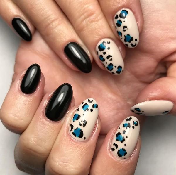 синий-с-черным-леопардовый-маникюр