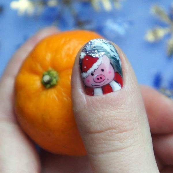 маникюр-свинка-2019-на-большом-пальце