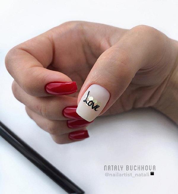 красный-матовый=маникюр-с-камифубуки-и-надписью-love