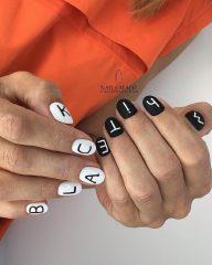 бело-черный маникюр с надписями