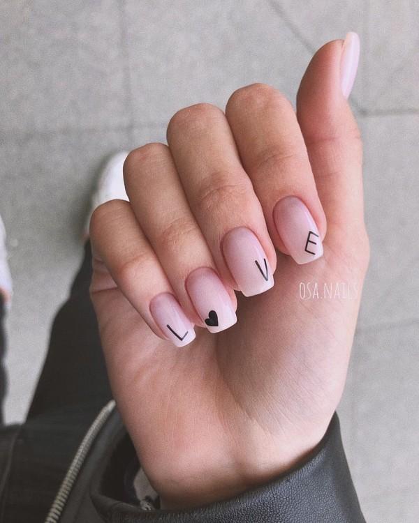 ногти с фразой о любви