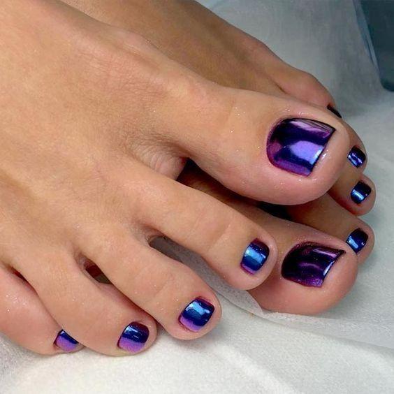 педикюр с втиркой темно фиолетовый
