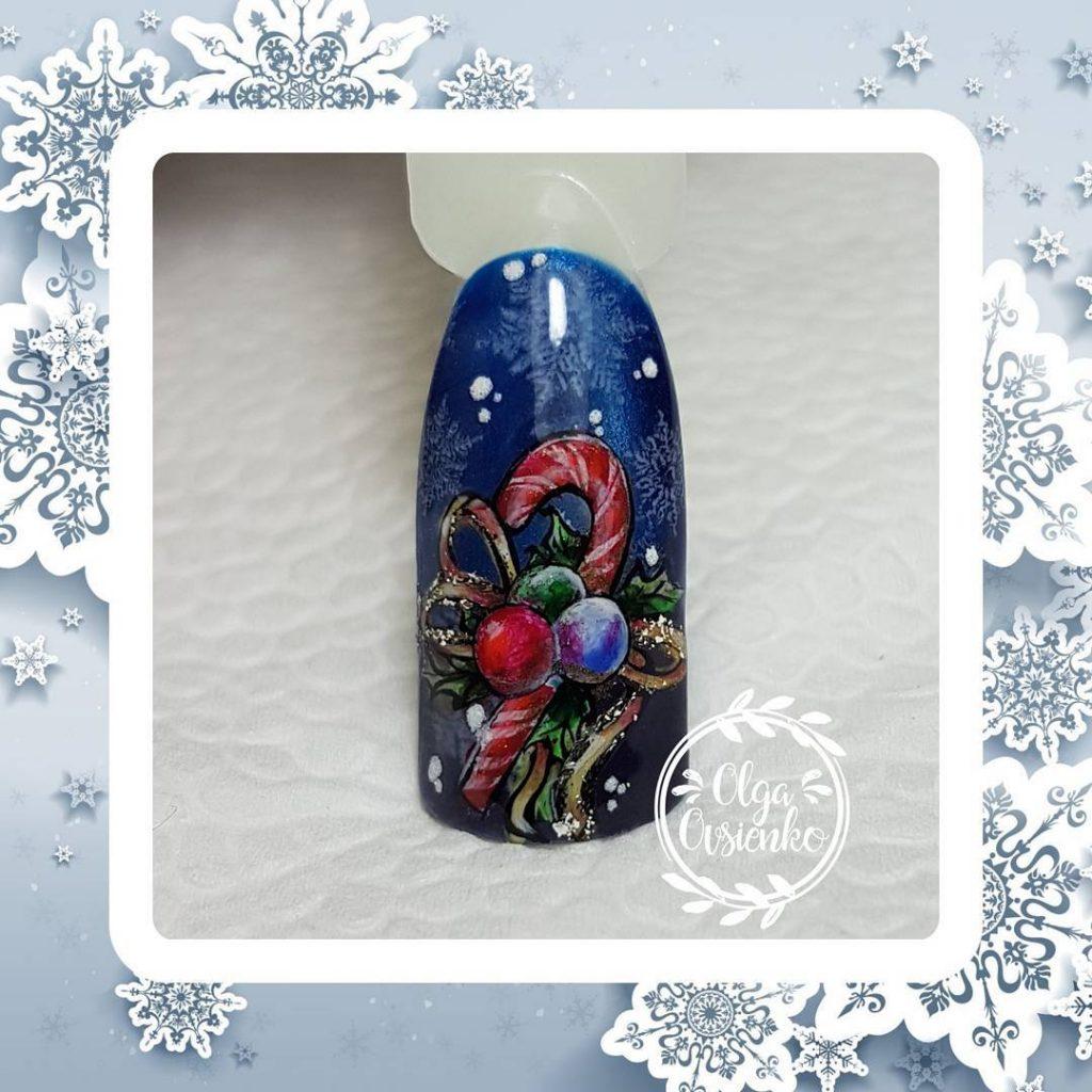 Новогодний маникюр леденец с рождественской композицией