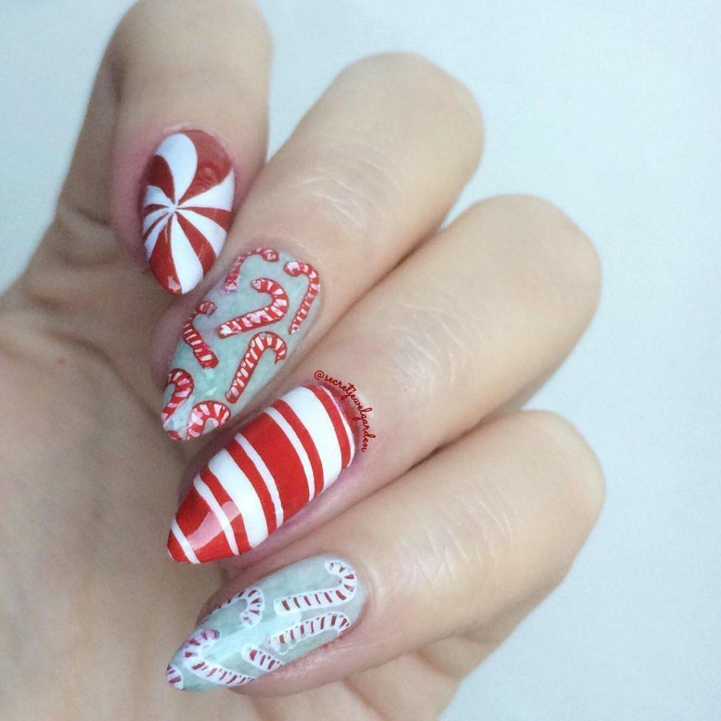 Овальные ногти с дизайном леденец