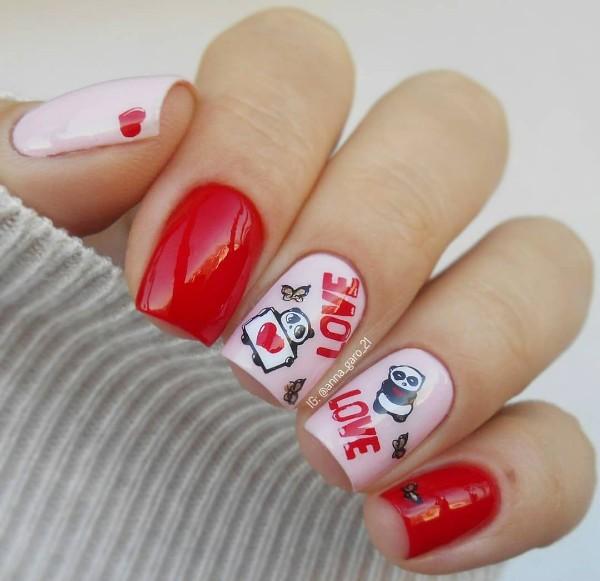 красно-розовый дизайн ногтей с пандой и сердечками
