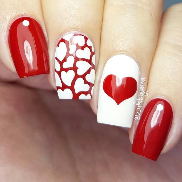 сердечный красно-белый дизайн ногтей гель-лаком