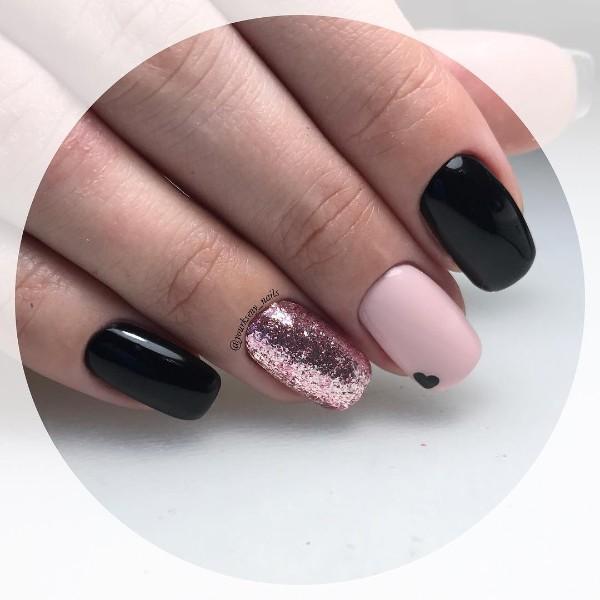 черный дизайн ногтей в розовом золоте с лаком розовое золото