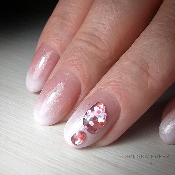 светло розовый градиентный маникюр жидкий металл с объемными плавленными камнями с глиттером