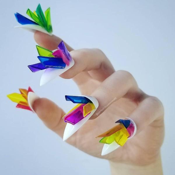 маникюр с пластиковыми кристаллами