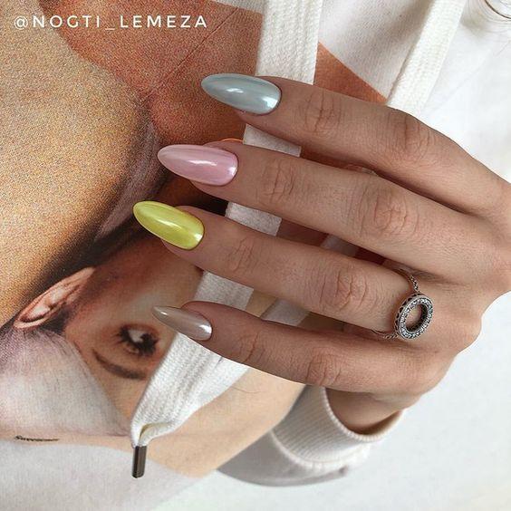 цветной перламутровый дизайн ногтей на Вербное воскресенье