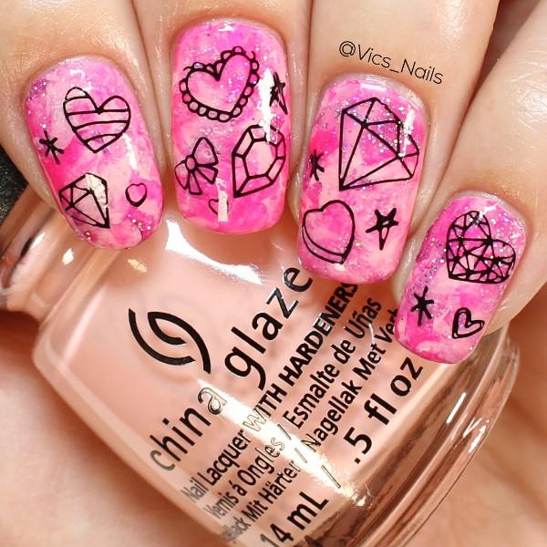 розовый блестящий маникюр с нарисованными камнями диамантами