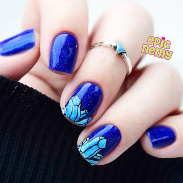 темно синий маникюр с кристаллами
