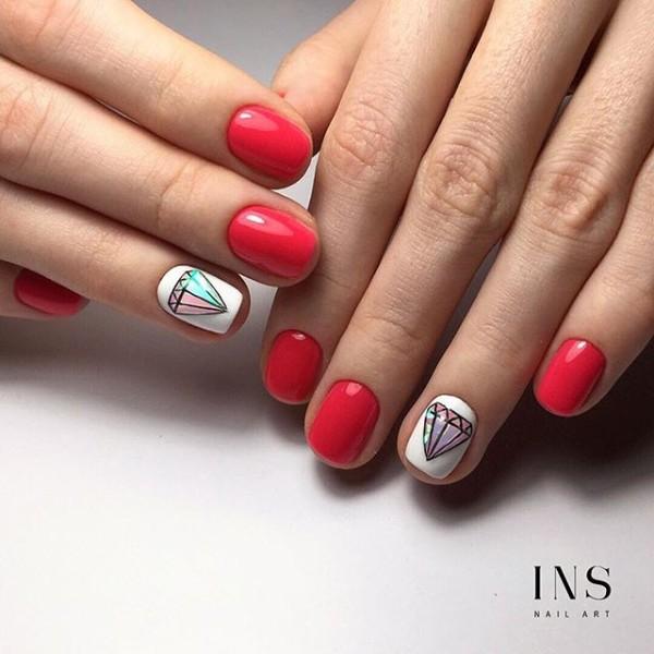 белый с красным дизайн ногтей с кристаллами