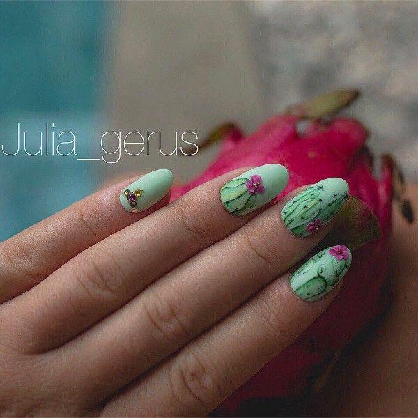светло-зеленый маникюр кактусы