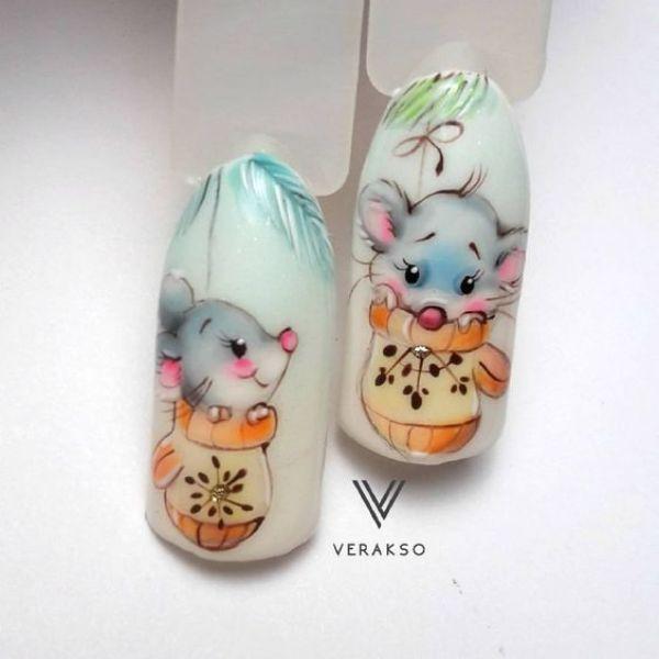 зимний маникюр с мышками в варежках