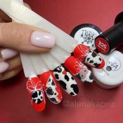 красный-маникюр-корова