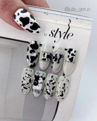 новогодний-маникюр-черно-белый-с-пятнами-коровы