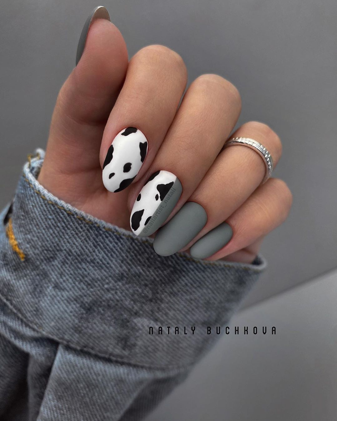 маникюр-в-год-быка-серый-с-пятнами-коровы