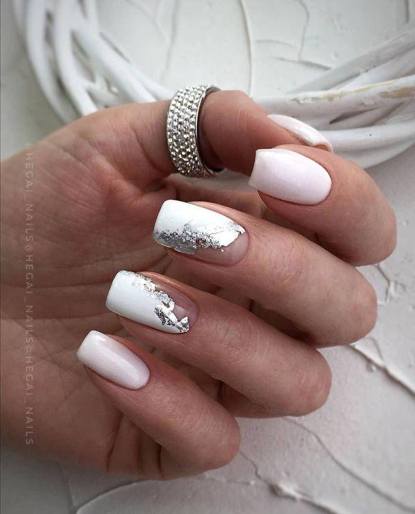 белый маникюр с фольгой серебро