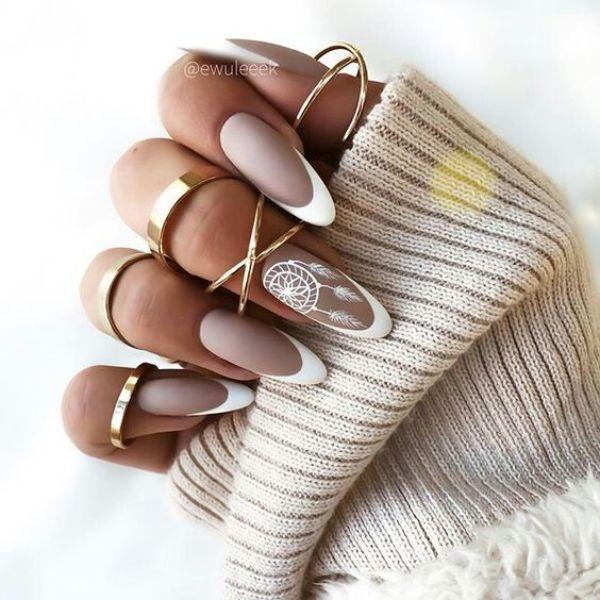 белый дизайн ногтей френч
