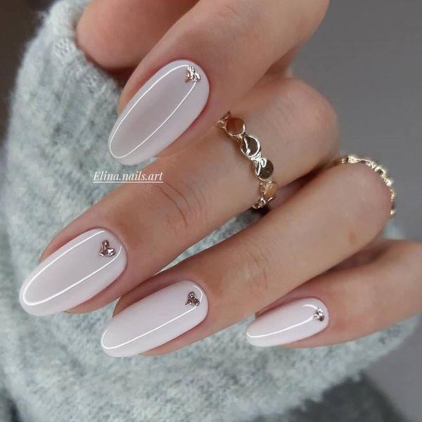 белый нейл-арт на овальных ногтях