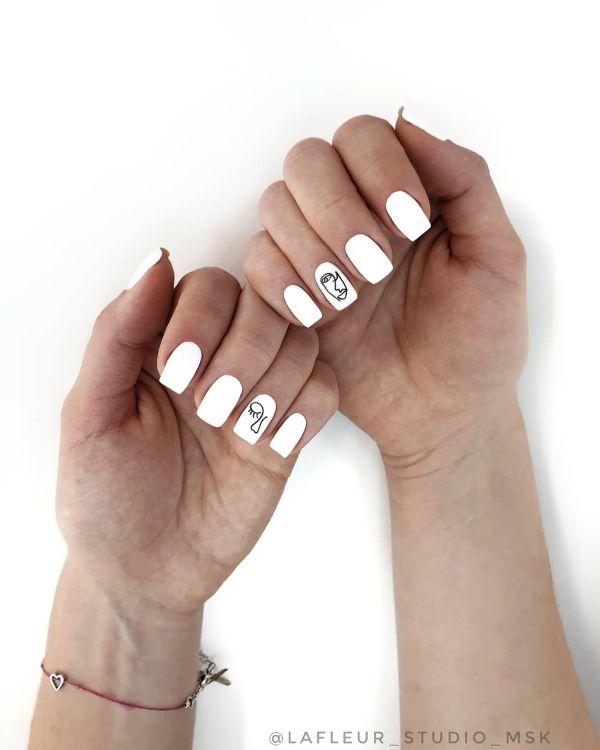 белый дизайн ногтей с рисунками лица абстракция минимализм