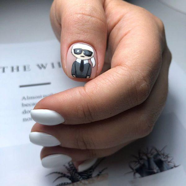 белый дизайн ногтей с рисунком