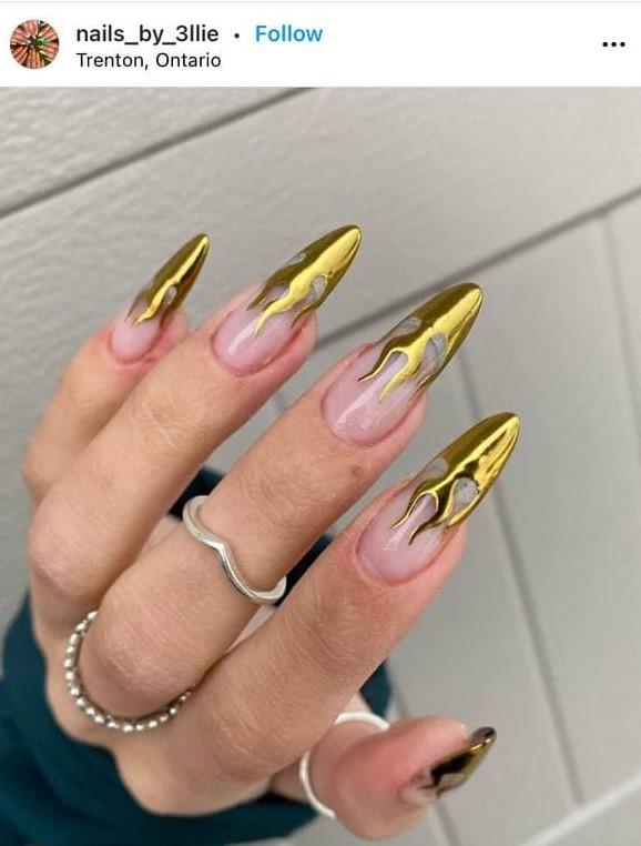 золотистое пламя на ногтях