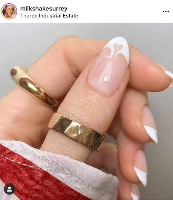 маникюр белое пламя на кончиках ногтей